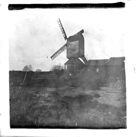 Post mill, Mountnessing, in working order