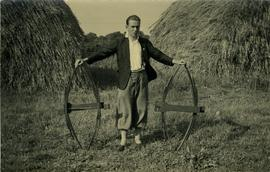 Donald W Muggeridge holding springs from sweeps, Bailey's Farm Mill, Coolham