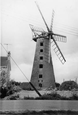 Brunswick Mill, Long Sutton, derelict with six sails