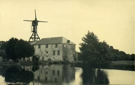 Water- and wind-mills together