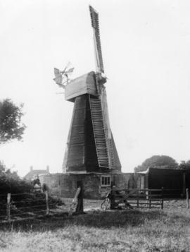 West Hougham Mill, Hougham, working with two sails
