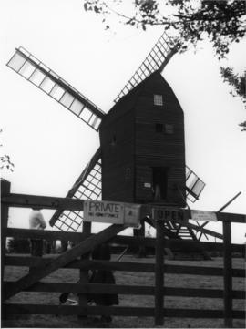Post mill, Nutley, preserved with sails
