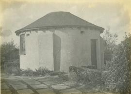 Round-House with roof