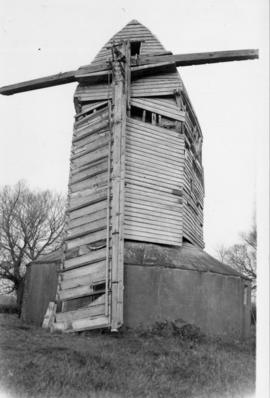 Post mill, Chinnor, with only one sail