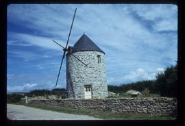 House-converted tower mill with dummy sails