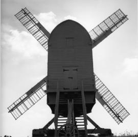 Post mill, Chillenden, preserved with sails