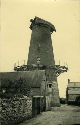 Derelict tower with gallery, tower mill, Harbury