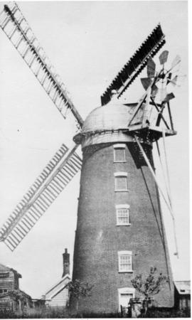 Tower mill, Debenham, with sails and fantail