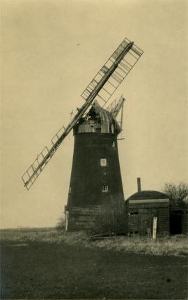 Moore's Mill, Benwick, Little London, March, with sheds