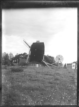 New Mill, Henfield, preserved with three sail frames and tailpole fantail