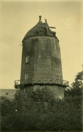 Tower mill, Wendover, derelict but reefing stage present
