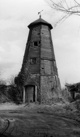 Smock mill, Crowfield, decayed with false cap