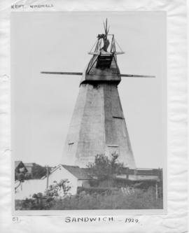 White Mill, Sandwich, with no sweeps and broken fantail