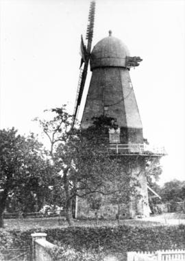 Darnley's Mill, Cobham, showing domed cap with finial