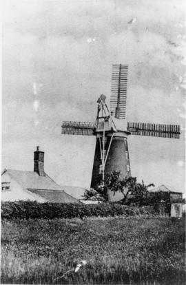 Tower mill, Debenham, among houses
