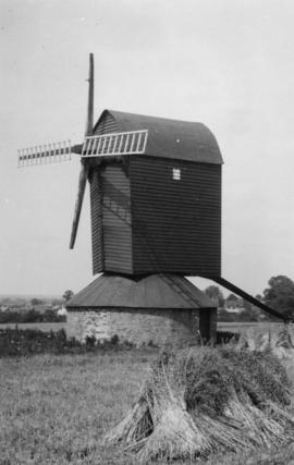 restored, post mill, Pitstone Green