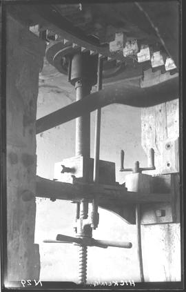 Stone, adjusting gear, Hickling Mill, Hickling