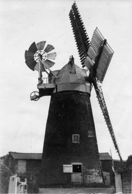 Tower mill, Bardwell, working