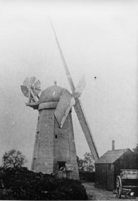 Close-up view, smock mill, Brettenham