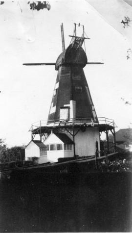 Smock mill, Sutton Valence, with no sweeps or fantail