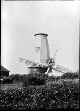 North Common Mill, Chailey, with sails on ground