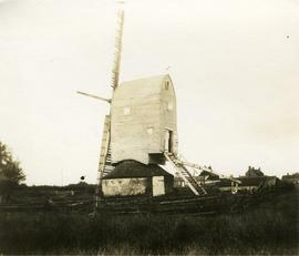 Post mill, Brenzett, with two sweeps and two midlings
