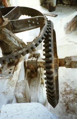 Photograph of the gearing for the horizontal three-roll crusher, Moulin de Bézard, Marie Galante, Guadeloupe