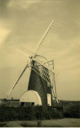 Freshly painted drainage mill, Black Mill, Belton Marshes