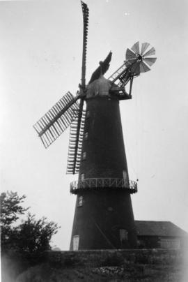 Tower mill, Wellingore, in working order