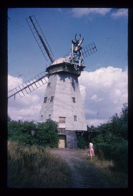 Smock mill, Upminster, derelict, with sails