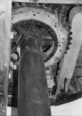 Underside of wallower and wooden upright shaft