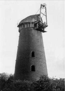 Tower mill, Gazeley, with no sails