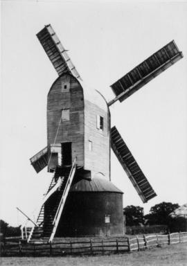 Post mill, High Halden, at work