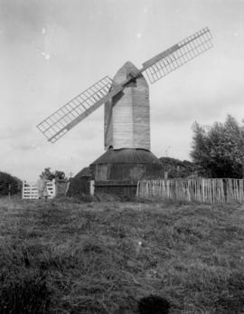 Post mill, Rolvenden, with damage sweeps