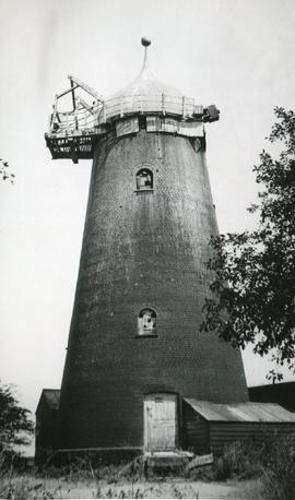 Tower mill, Oakington, derelict