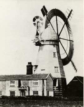 Smock mill, Boxford, with circular sail and fantail
