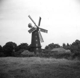 View from field, Hoyle's 5-sailed Mill, Alford