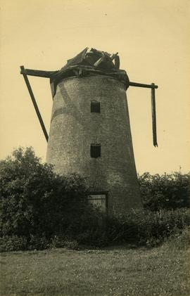Ramsey Road Mill, Warboys, with damage to cap