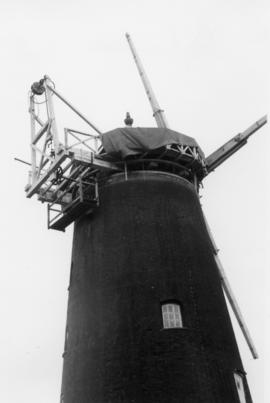 Pakenham Windmill, Pakenham, with no fantail
