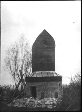 Post mill, Madingley, with no sails or tail