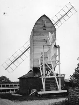Upthorpe Road Mill, Stanton, with only two sails