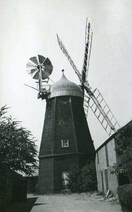 Ingle's Mill, Willingham, with fantail