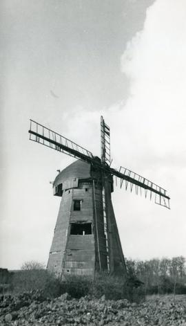 Smock mill, South Ockendon, derelict