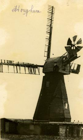 View showing broken sails and old building, West Hougham Mill, Hougham