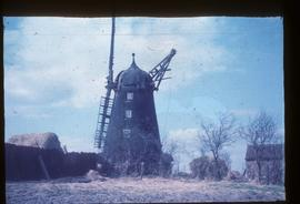 Brook's Mill, Epworth, derelict, with cap and two sails