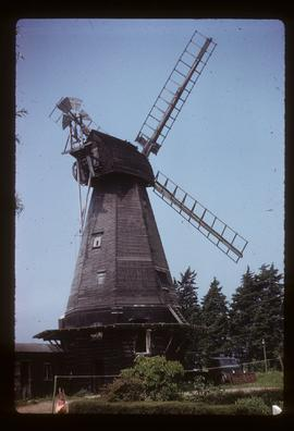Smock mill, Herne, preserved with sails