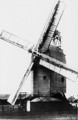 Old Post Mill, Lydd, at work showing spring sweeps