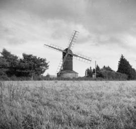 Post mill, Ashdon, showing sails without shutters