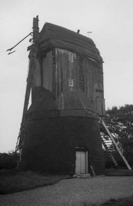 Post mill, South Skirlaugh, in a derelict condition