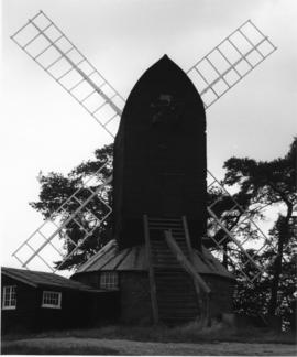 Reigate Heath Mill, Reigate, preserved with sails